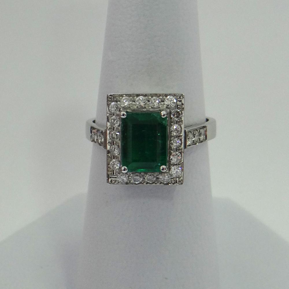 Extraction Diamond: 18K White Gold Emerald & Diamond Ring RI-160701
