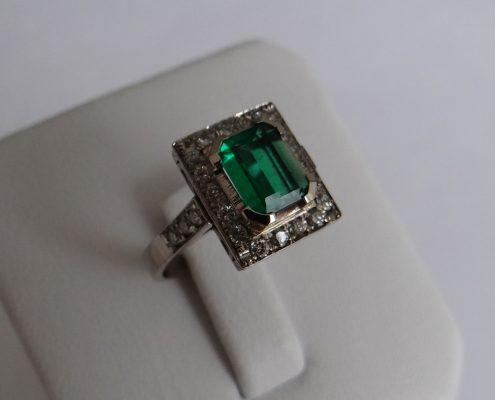 18K White Gold Emerald & Diamond Ring RI-161001